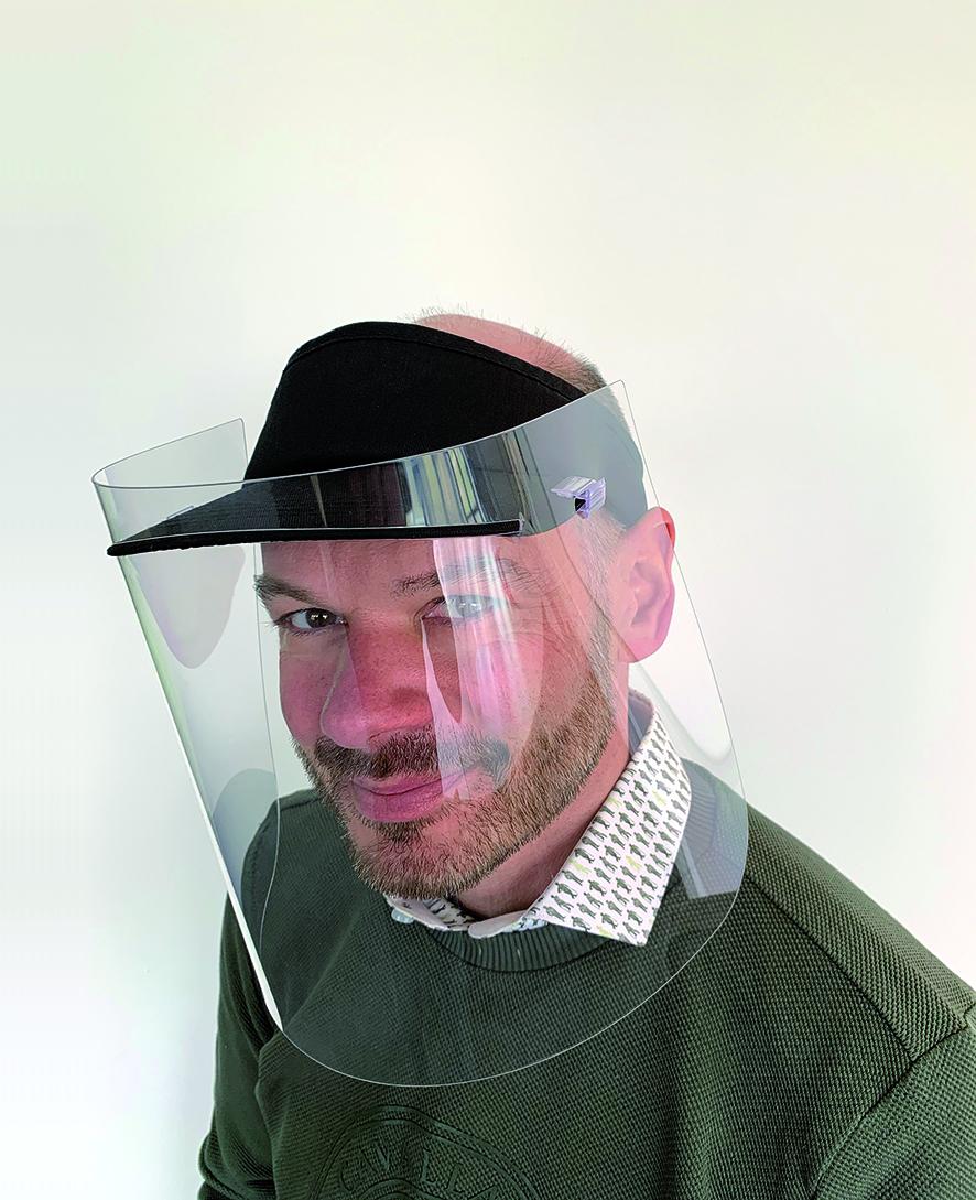 Basecap mit Gesichtsschutz